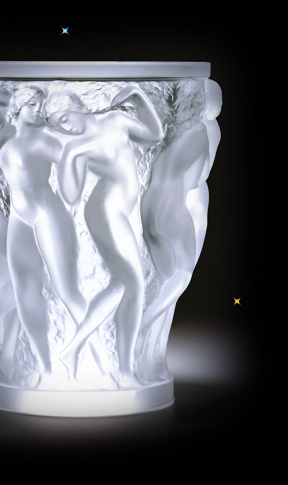 Photo d'un vase sculpté
